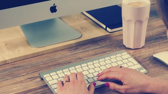 Quel est le service compétent pour la rédaction d'articles sponsorisés ?